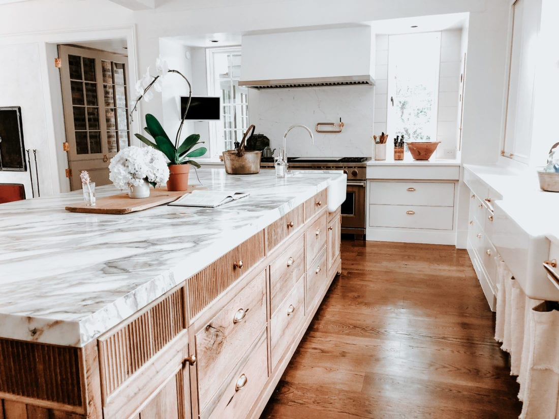 White Oak Island In White Kitchen